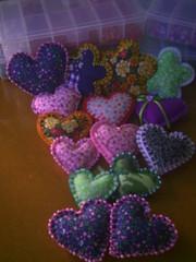 Chaveiros (Arte Arteira - Feltro) Tags: flor corao enfeites feltro bolsas pedras borboletas femenino tecido acessrios chaveiros