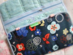 Oriental (Carina Esteves) Tags: quilt handmade sewing carina feitomo craft sew fabric cotton zipper tecido algodo ziper costura makeupcase esteves vis portatudo carinaesteves