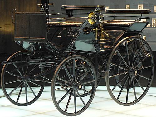 Mercedes-Museum_02
