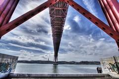 Ponte 25 de Abril. (benitojuncal) Tags: portugal rio canon puente 22 10 lisboa abril ponte 25 mm angular tejo tajo hdr platinumphoto ilustrarportugal