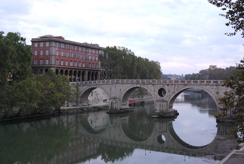 Still water under Ponte Sisto