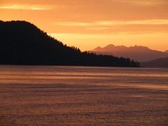 Sitka Sunset 2 (moelynphotos) Tags: ocean sunset sol beach water islands coast scenery sunsets tranquility sitka naturalbeauty scenicview sunsetatthebeach romanticview montana2alaska natureenthusiast spectacularsunsetsandsunrises moelynphotos alaskapacificsunset rainbowelite
