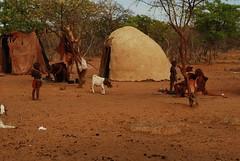Poblat Himba (faltimiras) Tags: desert namibia himba