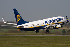 EI-DYE - 36568 - Ryanair - Boeing 737-8AS - Luton - 100423 - Steven Gray - IMG_0386