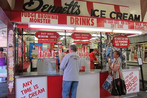 Bennett's Ice Cream: Exterior