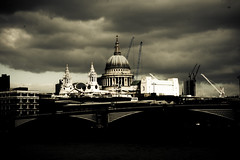 london again (clouds) (Fotis ...) Tags: london stpaul wetlens heavyclouds diamondclassphotographer flickrdiamond whysomanycranes