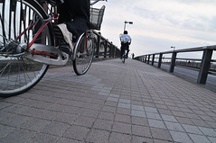 the pursuit (jonathan_pui) Tags: bridge japan nikon wideangle tokina1224 pursuit thechase d300 afternoonsky redbike oneafteranother crossingabridge candidstreetphotography twobikesinpursuit