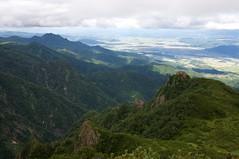 屏風岩越しの富良野盆地