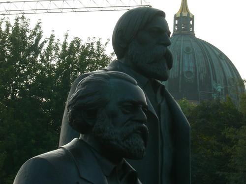 el tío Marx y el tito Engels