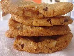 Cookies con gocce di cioccolato e mandorle