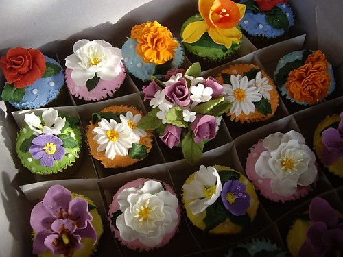 Assorted fondant flowers