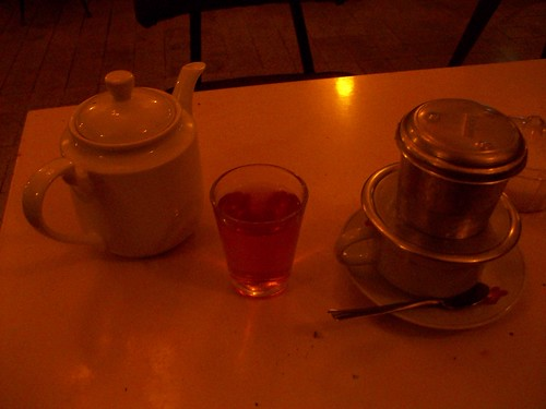 Coffee and tea in Cafe Tung