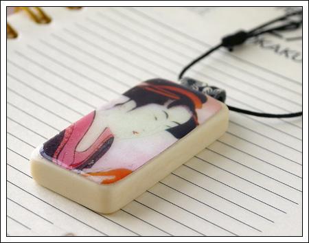Domino pendant: geisha