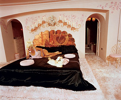 Jane Mansfield's bed (lorryx3) Tags: pink black puppy mirror heart jane satin mansfield janemansfield pinkphone celebrityhomes