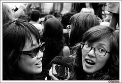 Instants III (Xavito) Tags: barcelona people mujeres gent dones japonesos merce08