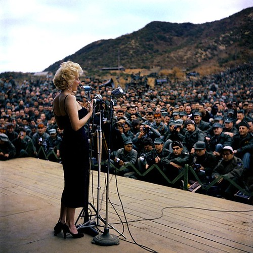 marilyn-troops