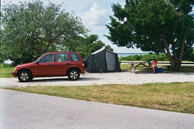 camping red tree car 4x4 florida 1999 tent kia suv sportage
