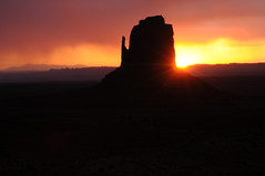 monument valley (ocaseys49) Tags: morning monument sunrise landscapes utah valley monumentvalley buttes