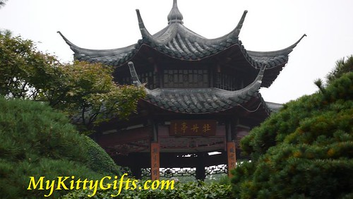 Hello Kitty's Close-up View of Peony Pagoda of Peony Garden, HangZhou