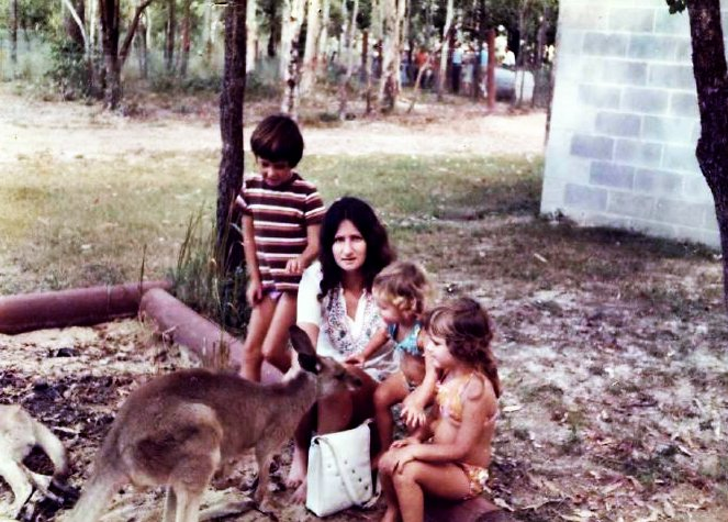 Mum, the kids & Kangaroos