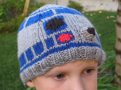 Knitting Pattern For R2d2 Hat : Sally Comes Unraveled - The Blog: Tuesday Tens: Ten Geektastic Patterns