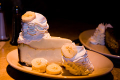 Fresh Banana Creme Cheesecake (Nick, Programmerman) Tags: food dessert cheesecake banana cheesecakefactory 24105 xti