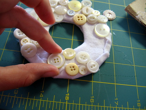 Button Wreath Tut 13