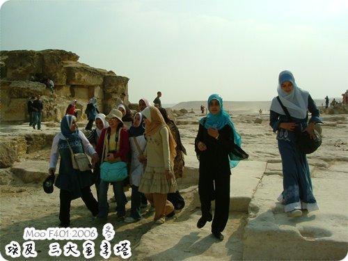 被埃及女生包圍