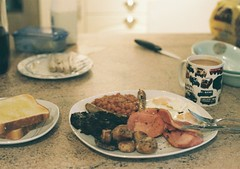 (bobby stokes) Tags: food breakfast mushrooms bacon tea toast meat sausages bakedbeans fryup fullenglishbreakfast gannet friedeggs blackpudding fullenglish