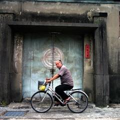 Storehouse  (Daa) Tags: street people 120 6x6 tlr analog square minolta taiwan snap explore taichung dadu  twinlensreflex   nph400 autocord  rokkor  minoltaautocord  fujifilmpro400h   epsongtx970 rokkor75mmf35