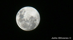 luna llena (Julio Ignacio Olivares Soto) Tags: chile moon night shot distorted sony main cybershot full julio mind dsc soto ignacio olivares offender h7 ankout 17yrsoldphotographer
