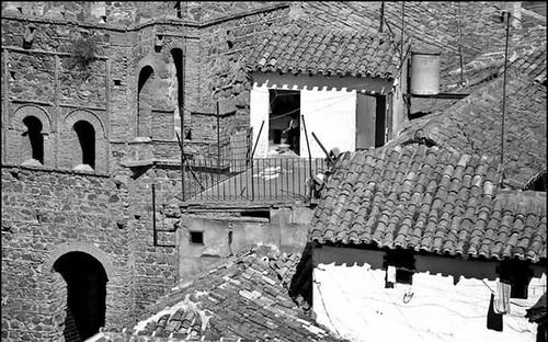 Puerta de Alfonso VI y casas aledañas. Años 60. Foto John Fyfe
