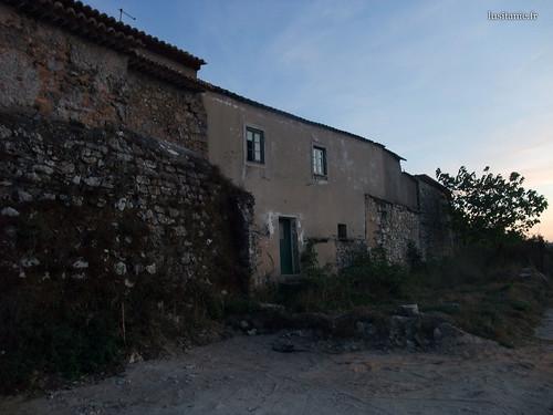Antiga casa nas muralhas