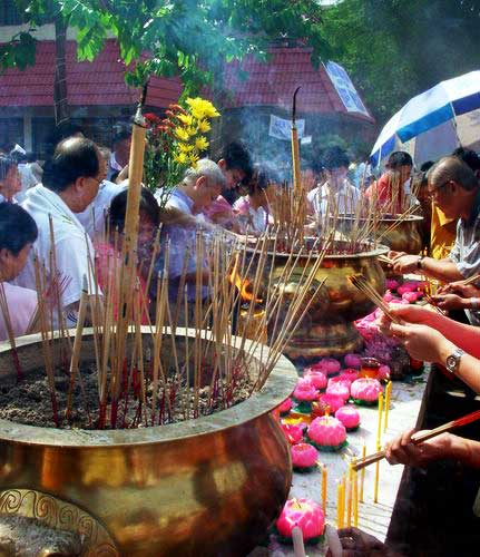 Wesak Day @ Buddhist Maha Vihara, Brickfields 2005 - 19 even more joss sticks