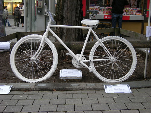 erstes Ghost Bike_06_12_2008 _GRAZ_02j by * Jochen *, on Flickr