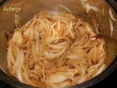 Codornices encebolladas-cebolla frita