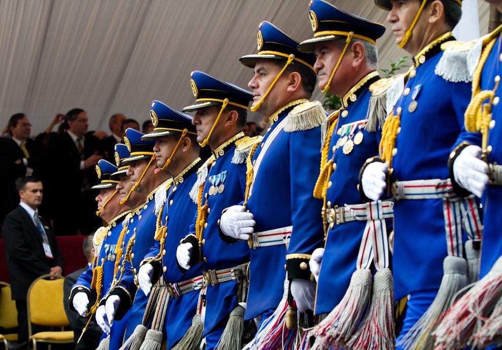 Oficiales de alto rango del Ejército desfilan frente al palco principal en el desfile llevado a cabo sobre la Avenida Mariscal López el 14 de Mayo por la mañana. (Tetsu Espósito - Asunción, Paraguay)