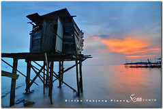bintan indonesia - tanjung pinang - the old toilet (fiftymm99) Tags: sunset red sky indonesia island boat seaside fishing asia village jetty bintan tanjung pinang nikond300 fiftymm99 gettyimagesasia