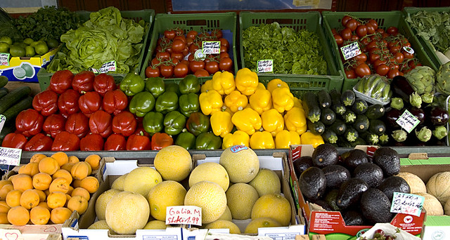 Obst- und Gemüsestand am Nordbad in München - Schwabing