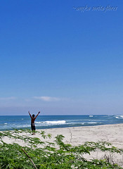 Surfer in Bacnotan (Angkulet) Tags: travel beach philippines surfing launion