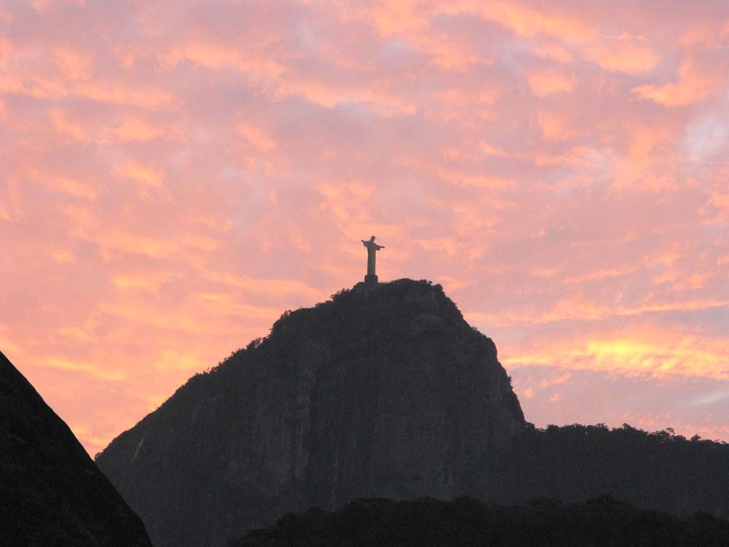 Redemptor Redeemer Christ Cristo Redentor Corcovado Visto de Copacabana Rio de Janeiro esperando de braços abertos a RIO 2016