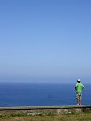 Hacia el horizonte (Manu B 81) Tags: man muro persona mar cabo agua cielo bizkaia hombre paisvasco onblue hierba matxitxako