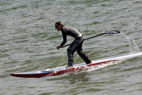 Surfing a racing SUP