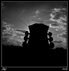 He Tocado El Fondo... (z-nub) Tags: madrid city sky blackandwhite bw blancoynegro backlight clouds digital contraluz zoe pentax guitarra ciudad bn cielo nubes silueta música nub znub pentaxk100d zoelv melodía formatocuadrado víscerasyotrasmetáforas enelcentrodemadrid favsegúnznub bnysimilares cuadradita zbbn zoelópez cuadradosverticales víscerasyotrasmetáforasmadrid eljuegomacabrodelaspalabras ydetráselsofáamarillo sinacento