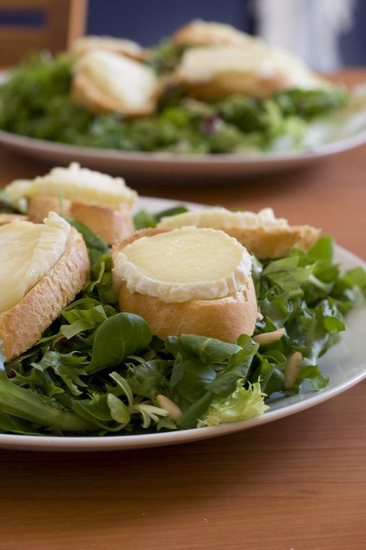 Salade mixte avec chèvre chaud