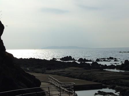 弁天島より望む「粟島」