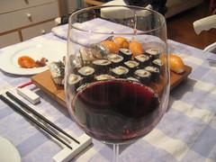 Foto de sushi y vino