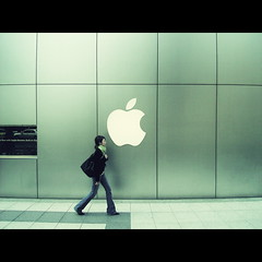 Osaka Girl (shotam) Tags: apple girl composition snap applestore explore  osaka retouch ricoh caplio shinsaibashi timing capliogx gx  tokyogirl osakagirl photobacklife 9981