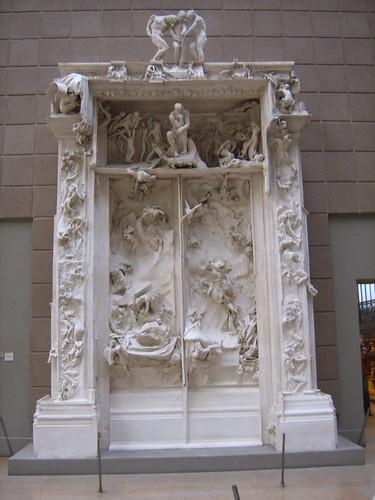 Las puertas del infierno, con el pensador en ellas