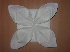 'Кувшинка' - способ складывания салфетки